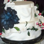Cake show_blue and white flowers